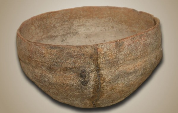 Simple earthernware pot ostionoid style